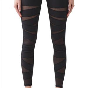 Lulu lemon mesh black leggings, size 6